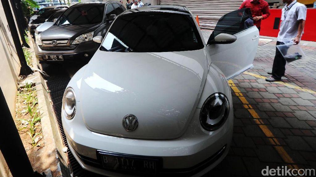 Beli Mobil Sitaan KPK Surat-suratnya Urus Sendiri