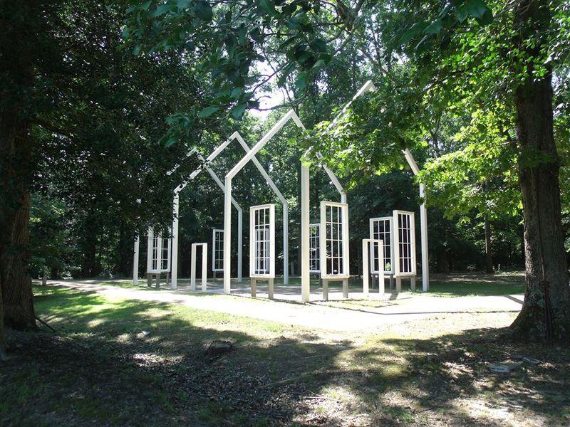 Dikenal sebagai The Ghost Church, dahulu gereja tersebut merupakan bekas Gereja Polegreen di Virginia yang dibakar saat Perang Sipil tahun 1864 (@Historic Polegreen Church Foundation/Facebook)