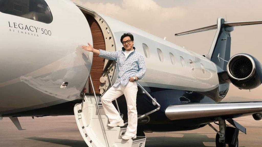 Foto: Mengintip Mewahnya Jet Pribadi Jackie Chan