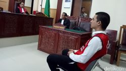 Tangis Axel Matthew Thomas Dengar Vonis Hakim Lebih Ringan Dua Bulan