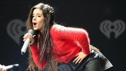 Shawn Mendes Berikan 2 Hati untuk Suksesnya Album Camila Cabello