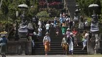 Status Awas Gunung Agung, Gubernur Bali Berdoa di Pura Besakih
