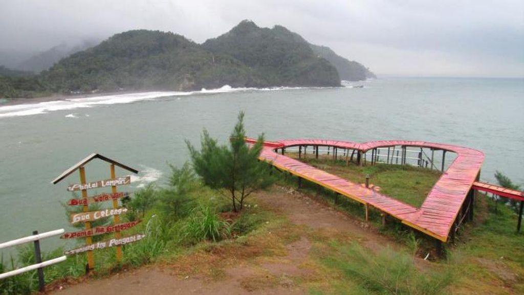 Pantai-pantai Cantik di Kebumen