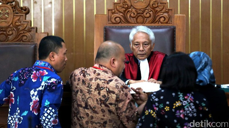 Eksepsi KPK Ditolak, Hakim Tegaskan Praperadilan Novanto Sah