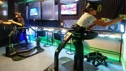 Untuk menghindari cuaca panas orang-orang bisa berolahraga di dalam ruangan. Nah supaya lebih seru coba melakukannya di ruang virtual yuk!