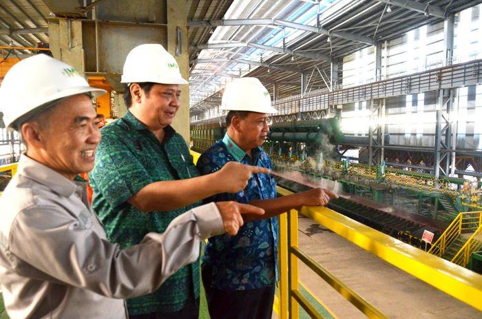 Kawasan industri yang memiliki luas 2.000 hektare (ha) tersebut telah diisi sekitar 10 pabrik smelter berbasis nikel dengan menyerap tenagakerja saat ini lebih dari 10 ribu orang dan akan bertambah mencapai 80 ribu orang apabila beberapa perusahaan yang saat ini masih tahapkonstruksi sudah beroperasi penuh. Foto: dok. Kemenperin