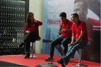 Peresmian kampanye #WhatsYourWhy AIA Indonesia, Chief Marketing Officer PT AIA FINANCIAL Lim Chet Ming bersama aktor laga dan atlet pencak silat Indonesia Iko Uwais (Foto: AIA Indonesia)