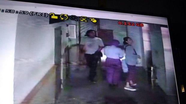 Detik-detik pembunuhan Dini oleh driver ojek online di Apartemen Laguna
