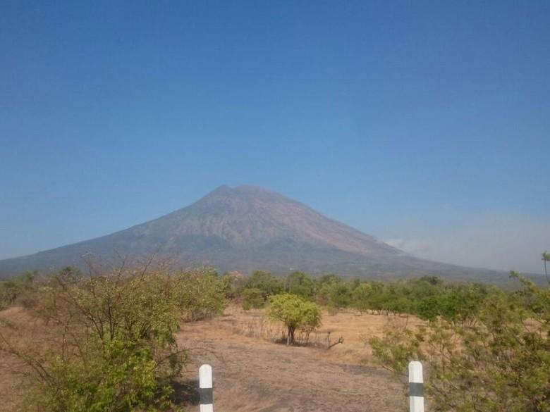 Status Gunung Agung Naik Jadi Awas, Warga Langsung Mengungsi