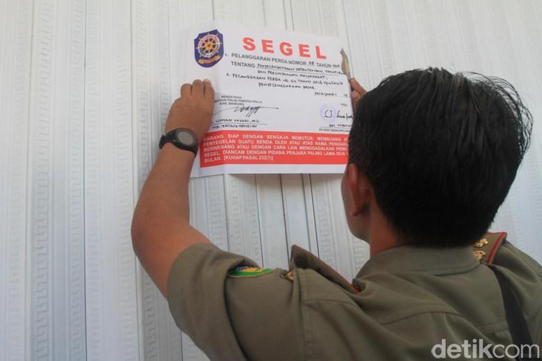 40 Mini Market Disegel, Bupati Bandung: Tidak Boleh di Jalan Desa