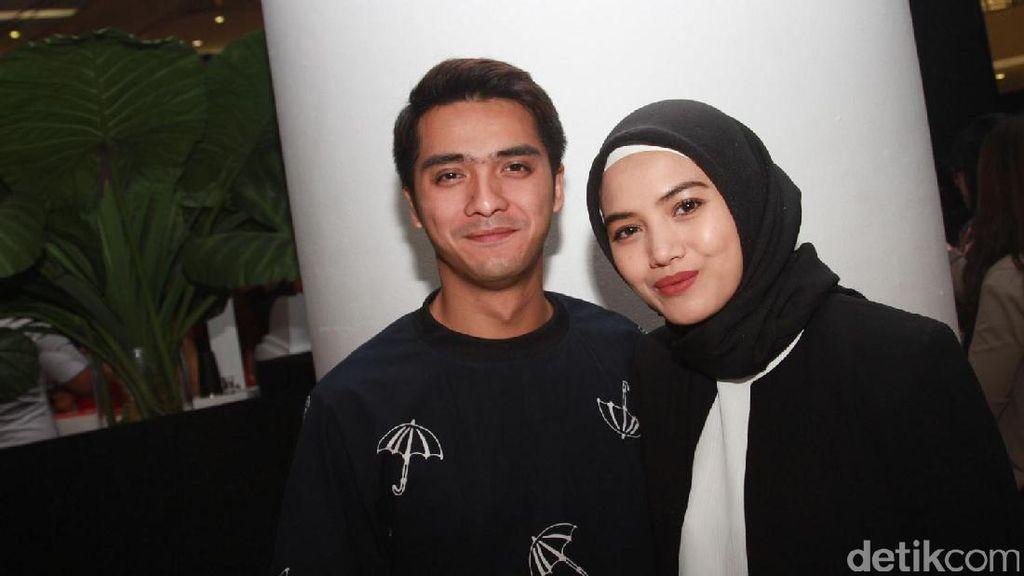 Cuma Kenal Lima Bulan, Ini yang Buat Herfiza Mau Dinikahi Ricky Harun