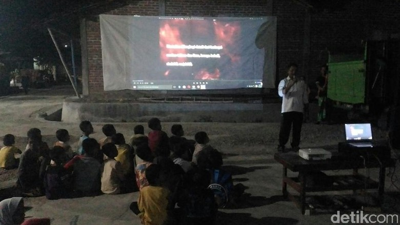 Pemutaran Film G30S/PKI dapat Sambutan Warga Lamongan