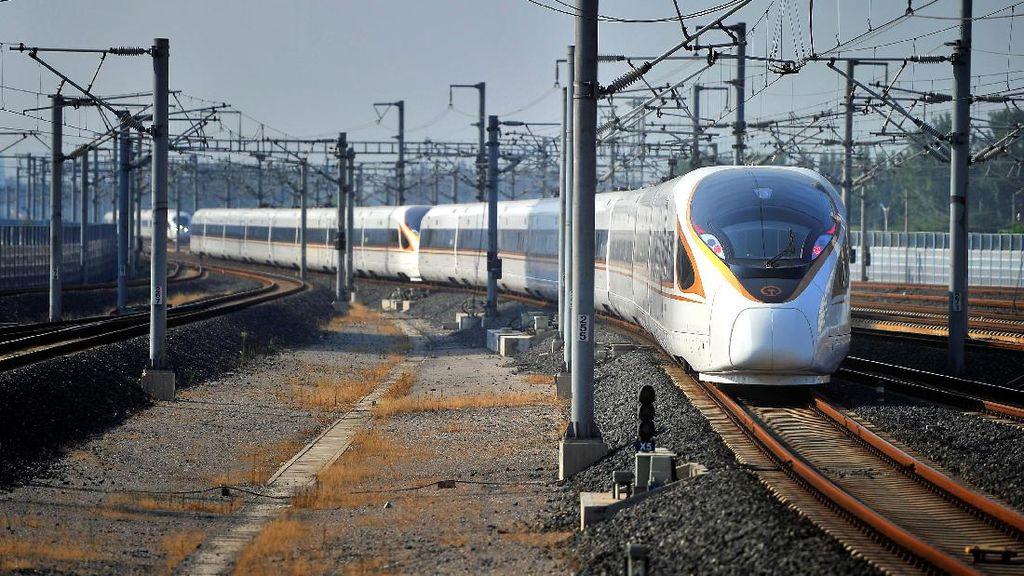 Foto: Wow! China Luncurkan Kereta Peluru Tercepat