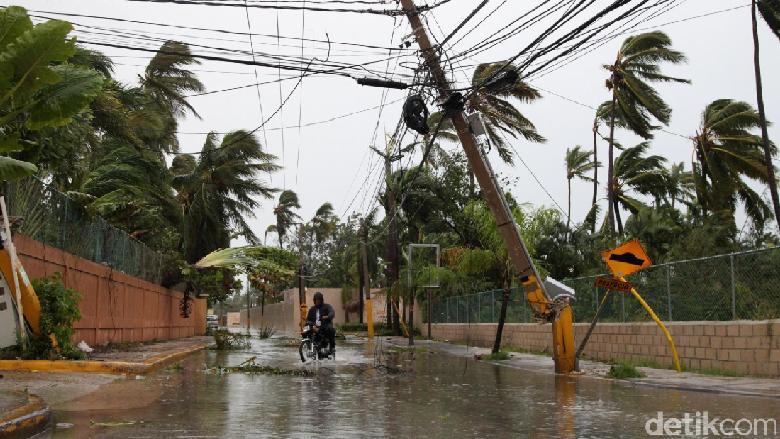 Badai Maria Hancurkan Gedung dan Lumpuhkan Puerto Riko