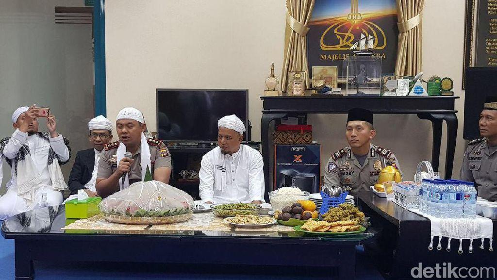 Hadiah Umrah dari Ustaz Arifin Ilham untuk Polantas di Bogor