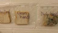 Cara Unik Bu Guru Ajarkan Anak Pentingnya Cuci Tangan