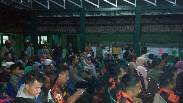 Antusias Warga ikut Nobar Film G30S/PKI di Aula Makodim Garut