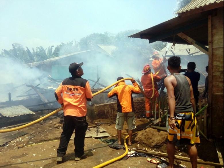 Kobaran Api Hanguskan 8 Rumah di Palabuhanratu Sukabumi
