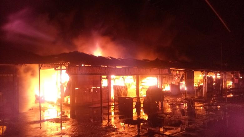Kebakaran Hebat Landa Pasar Joko Sambang Mojokerto