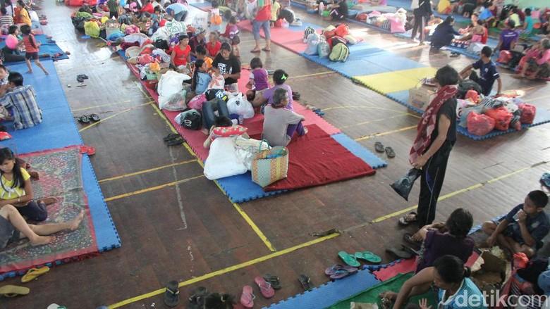 Pemprov Bali Ambil Alih Distribusi Bantuan Pengungsi Gunung Agung
