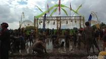 Warga Desa Aliyan Kerasukan di Ritual Keboan