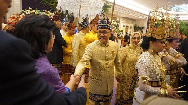 Sederet pejabat dan tokoh nasional hadir dalam acara resepsi yang dihelat di Grand Ballroom Raffles Hotel, Kuningan, Jakarta Selatan