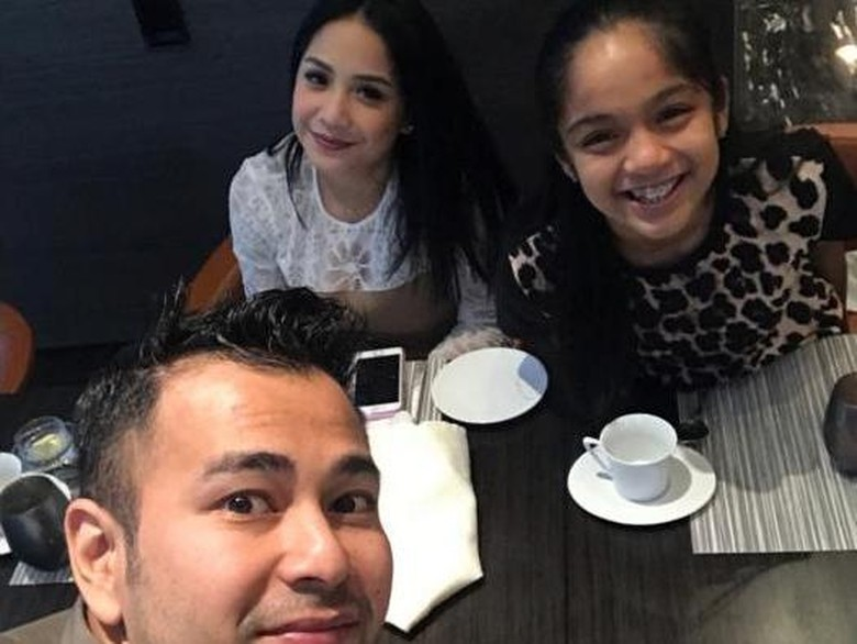 Raffi Absen, Nagita Slavina Ditemani Bapak-bapak Bos