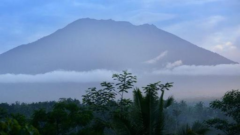 Pantau Gunung Agung, PVMBG Gunakan Helikopter