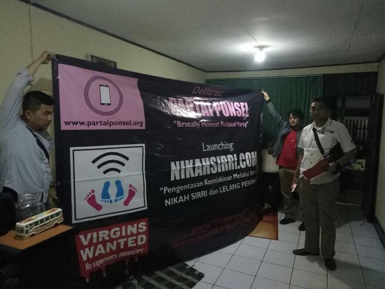 Kaos Virgins Wanted sampai Laptop Disita dari Markas nikahsirri.com