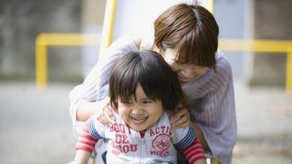 Tips Buat Ibu yang Sibuk Biar Bisa Bonding dengan si Kecil