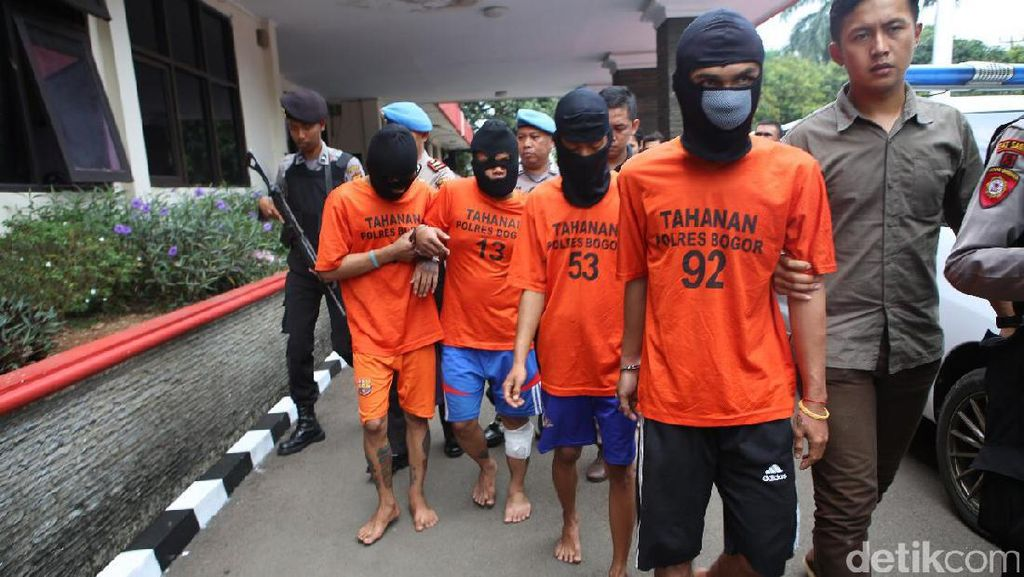 Terekam CCTV, Perampok Minimarket di Bogor Ditembak Polisi