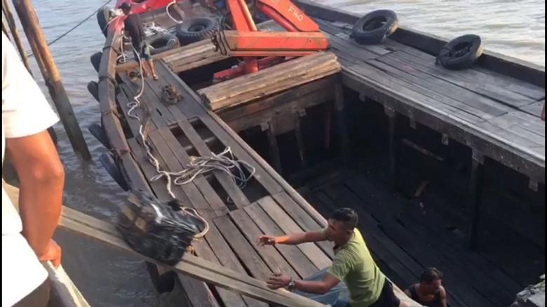 Polisi Tangkap Penyelundup 84 Ribu Botol Miras di Batam