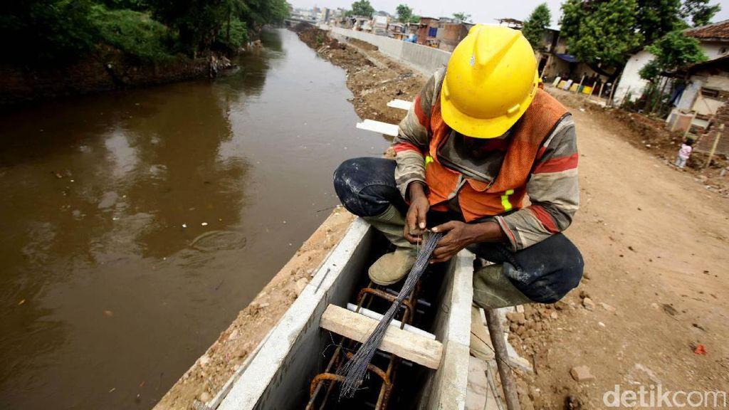 Djarot Sebut Normalisasi Sungai Ciliwung Butuh 10 Tahun