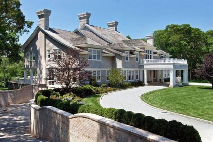 Begini penampakan rumah mewah di East Hampton, New York, senilai US$ 26 juta (Rp 350 miliar) yang dibeli oleh pasangan Jay-Z dan Beyonce. Istimewa/Trulia/CNBC.