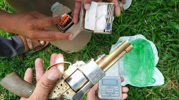Senjata rakitan yang ditemukan personel Polres Aceh Utara