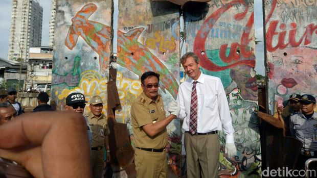 Gubernur DKI Djarot S Hidayat bersama Dubes Jerman untuk Indonesia Michael Freiherr von Ungern-Sternberg