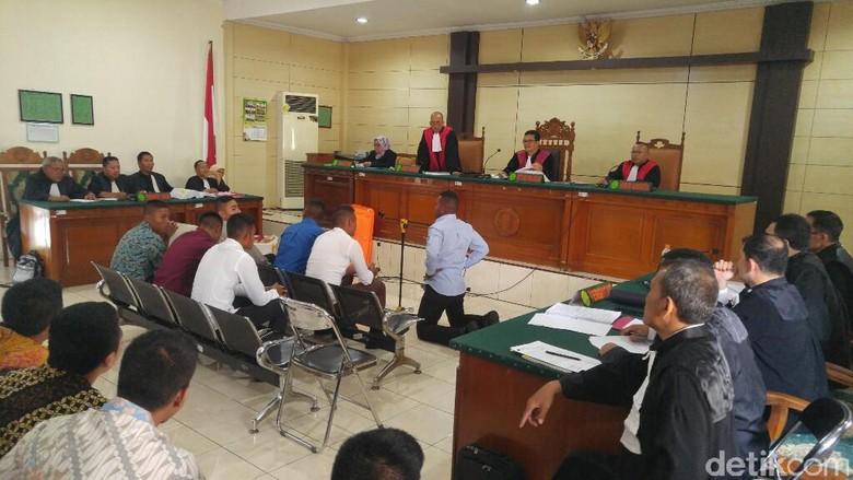Terdakwa dan Korban Penganiayaan Taruna Akpol Berpelukan Usai Sidang