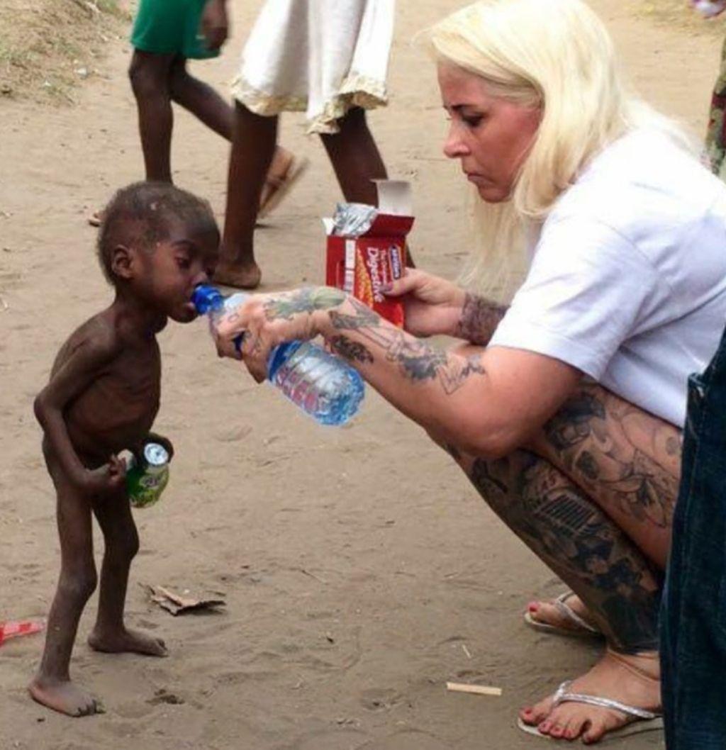 Nama Anja Ringgren Loven, wanita kelahiran Denmark ini, menjadi perbincangan setelah dia pada Januari 2016 menyelamatkan bocah bernama Hope. Karena disangka penyihir, Hope dibuang keluarganya, menggelandang di jalanan dengan tubuh tulang dibalut kulit. Loven menolongnya dan memulihkannya. Foto: Instagram
