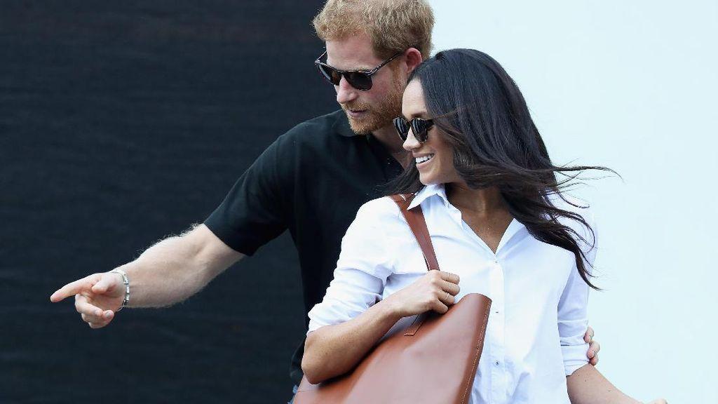 Gaya Meghan Markle Tampil Perdana di Publik Sebagai Kekasih Pangeran Harry