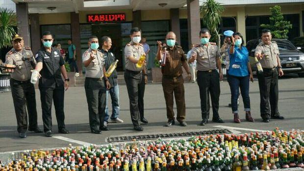 Polres Jaksel telah berkoordinasi dengan pihak Pengadilan Negeri (PN) Jakarta Selatan sebelum memusnahkan miras.