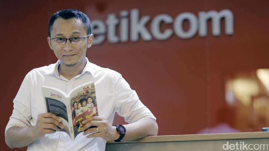 Adhitya Mulya Buka-bukaan soal Reboot Novel Jomblo
