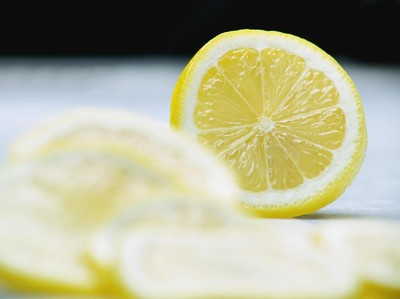 Irisan Jeruk Lemon Dalam Minuman Juga Bisa Membawa Bakteri