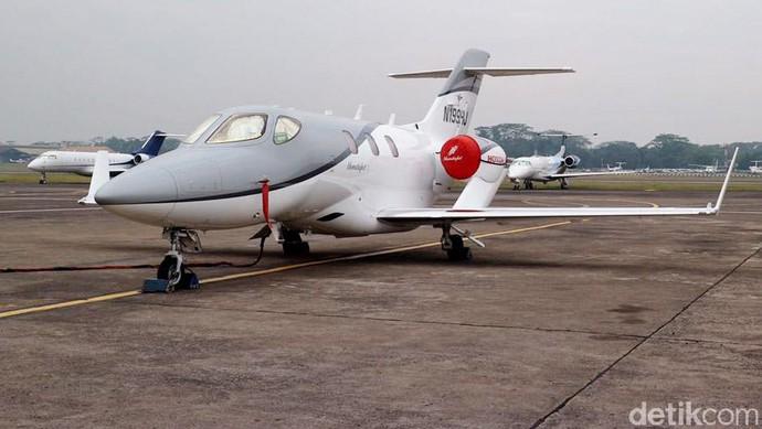 Pesawat Jet Honda Mendarat di Bandara Halim