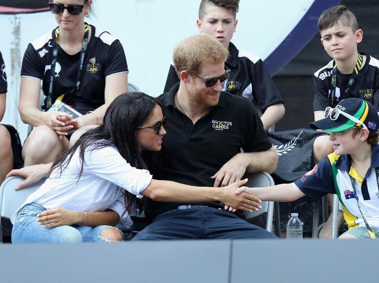Pangeran Harry dan Meghan Markle Segera Umumkan Pertunangan