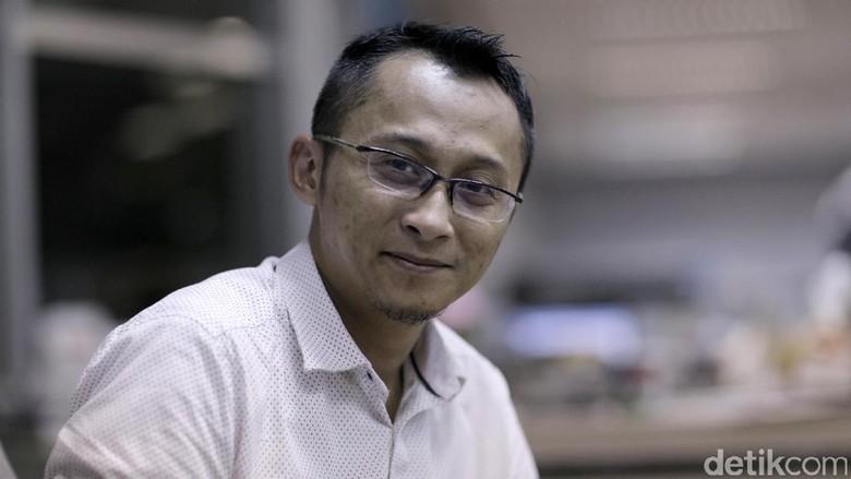Berapa Lama Adhitya Mulya Garap Satu Buah Novel?