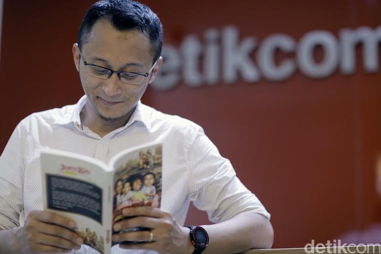 Kunci Novel Adhitya Mulya, Komedi Jadi Cara Terbaik Pengantar Pesan