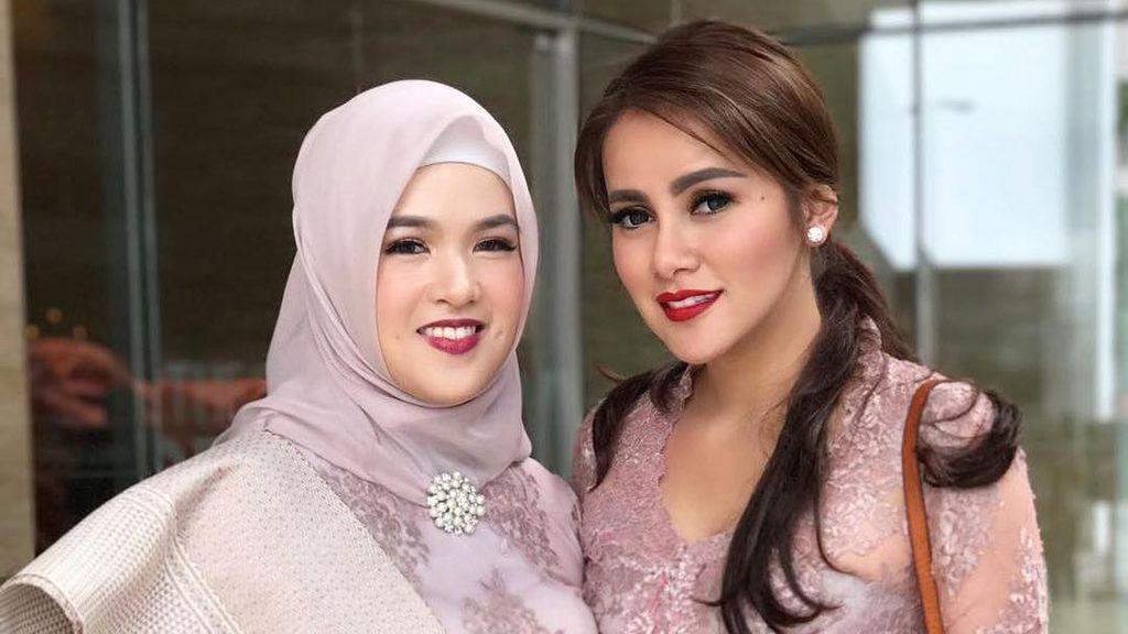Foto: Manisnya Aurora, Adik Ipar Olla Ramlan dengan Gaya Hijab Simpel