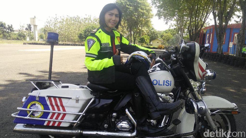 Kendarai Harley Polwan Ini Ingin Bawa Nama Baik Polri di Jalanan