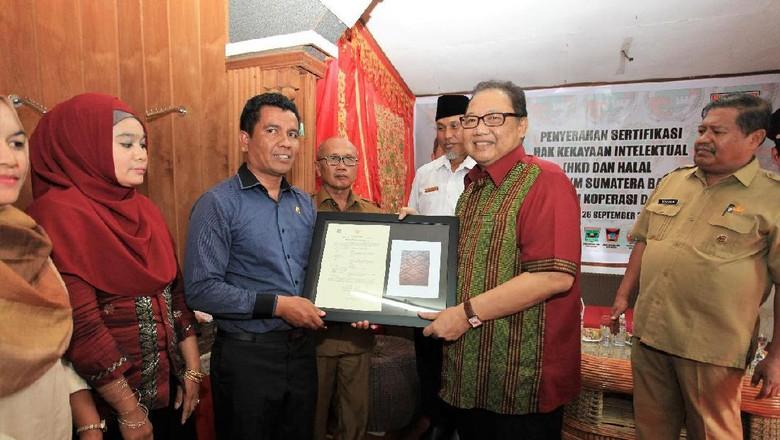 UKM di Padang Dapat Hak Cipta dan Sertifikat Halal Gratis