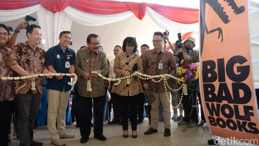 Pakde Karwo Turut Resmikan Pembukaan Big Bad Wolf Surabaya
